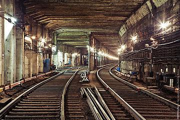 Прокладка кабельных линий в зданиях и тунелях